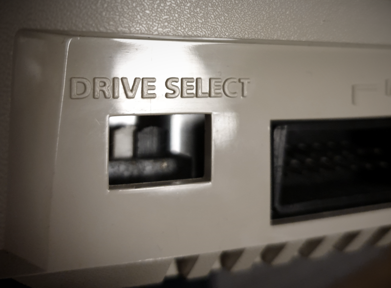 Atari 1050 drive number switch