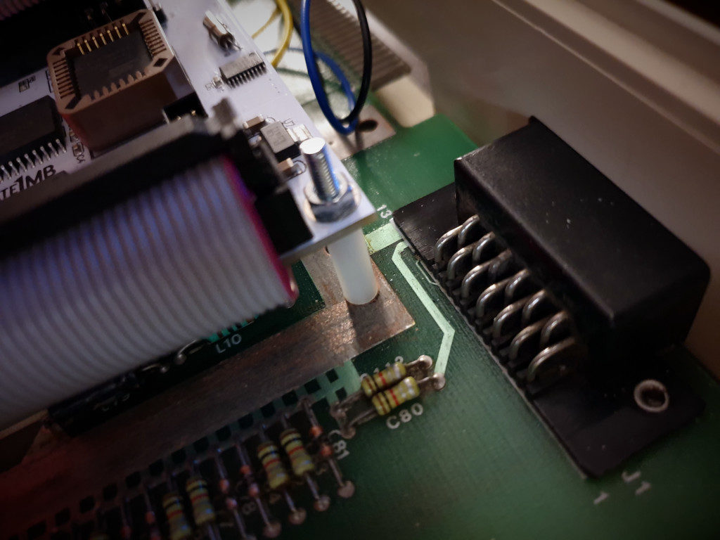 Mounting U1MB to motherboard